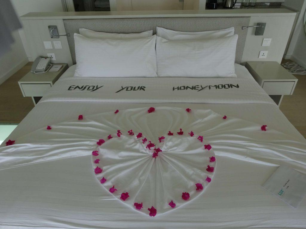 ハネムーン用のベッドメーキングをしていただきました