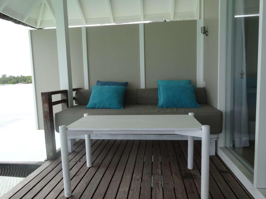 ベランダのソファとテーブル