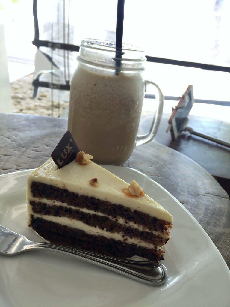 cafeのケーキとドリンク