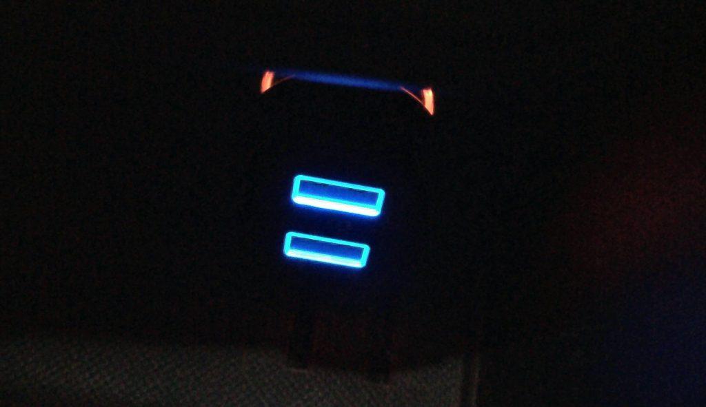 暗闇でもLEDライトで位置がわかります